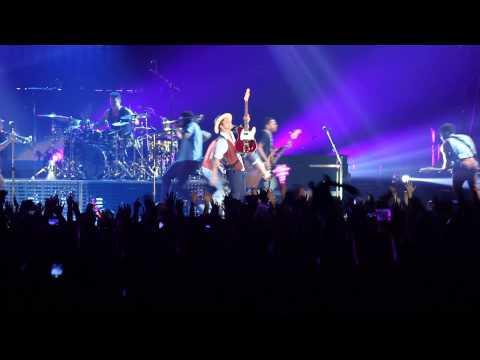 [Fancam] 140329 Bruno Mars - Marry You @ Asia World Expo HK