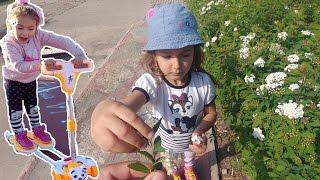 Parkta enteresan kaykay ile yarışmalar, eğlenceli çocuk videosu thumbnail