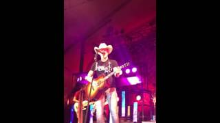 Dustin Lynch - John Deere Green/Meet in the Middle/Boot Scootin' Boogie
