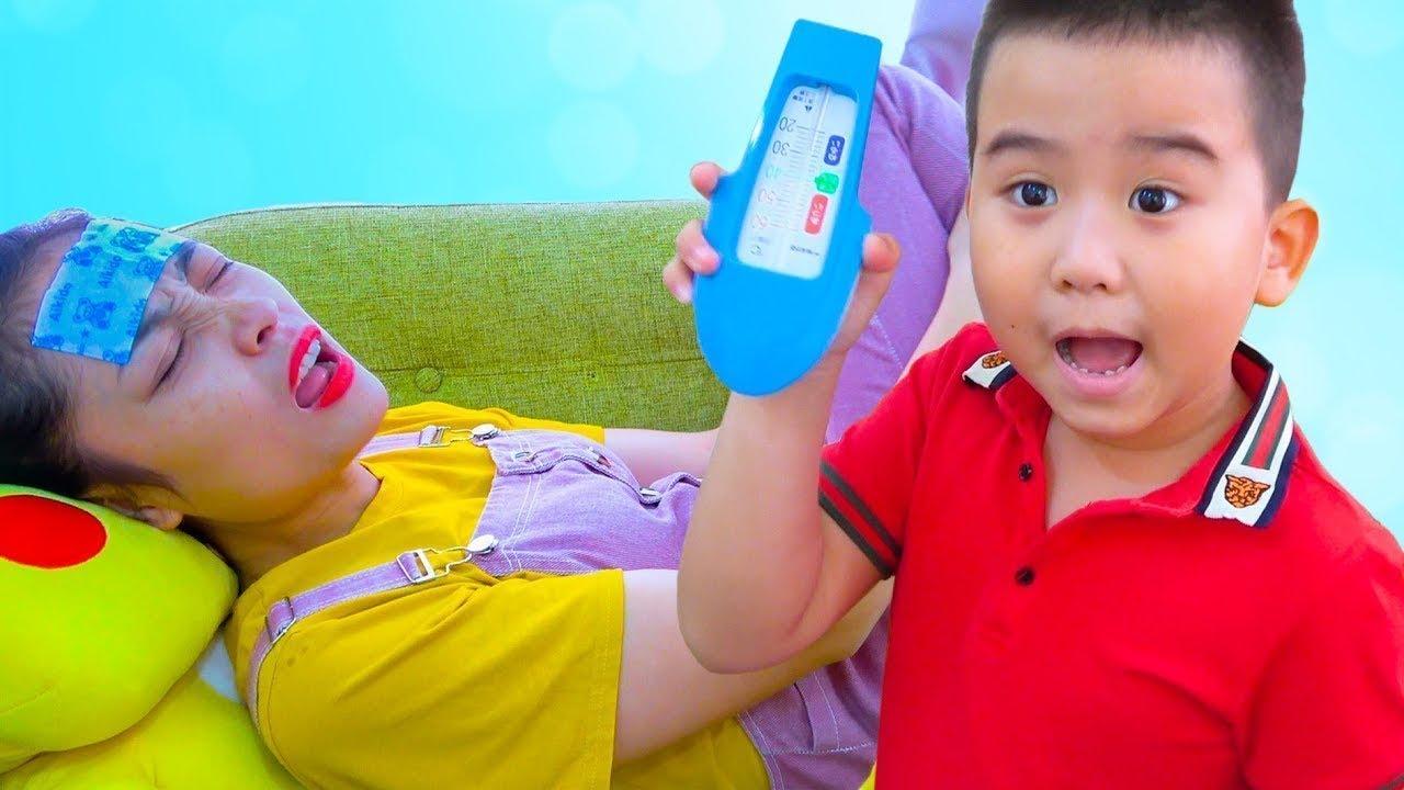 Boong Candy Pretend Play с ребенком позаботится о больной маме