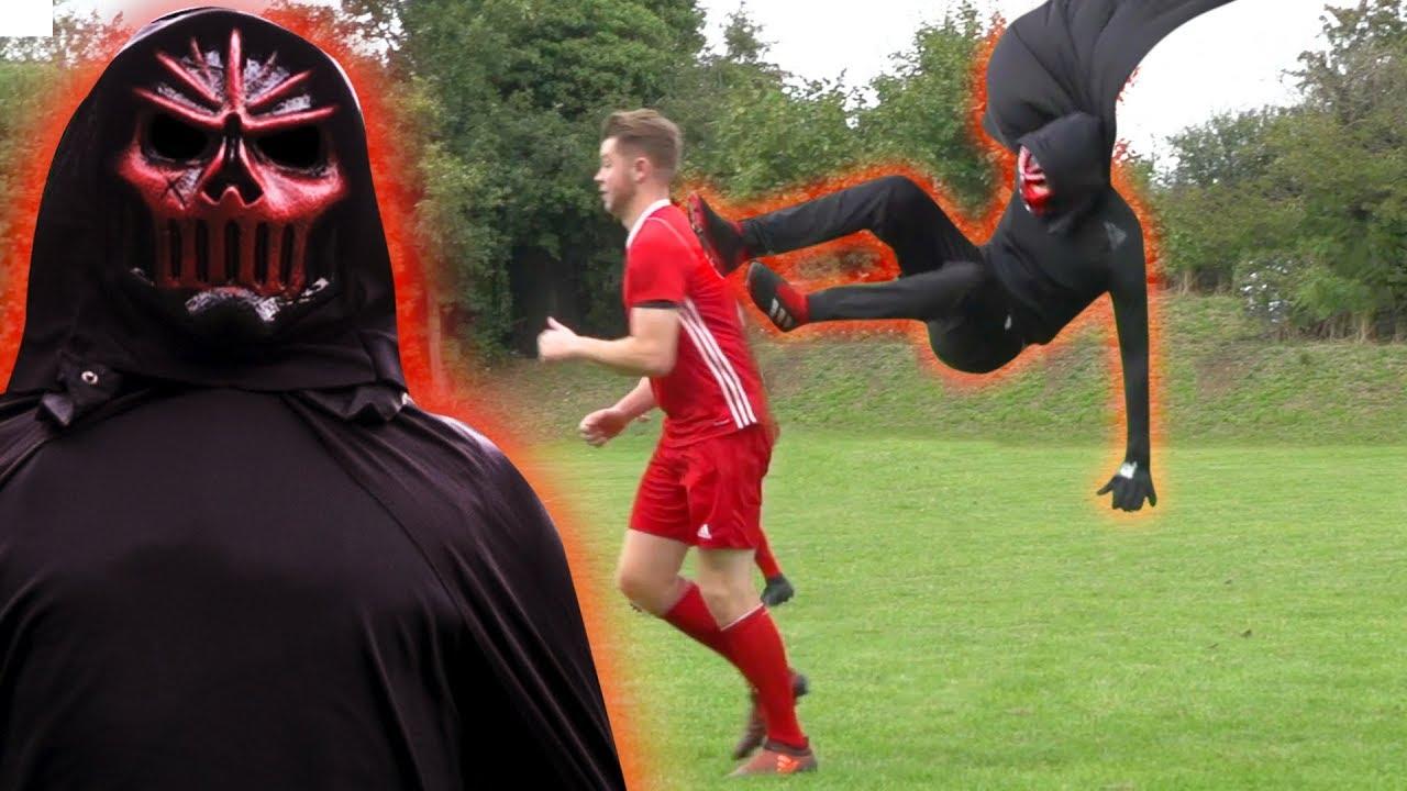 the-predator-returns-savage-fly-kick