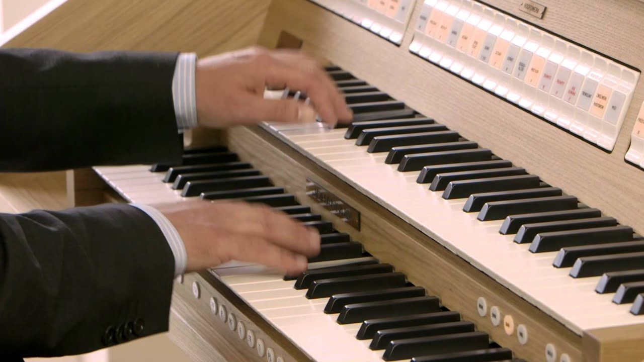 Fuga gigue BWV 577 by J.S. Bach played on the Johannus Opus 250
