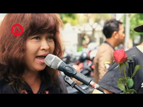 Lagunya Bob Marley Jadi Keren Banget Versi Pengamen Orang Indonesia! Reggae Busker