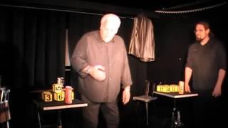 Zauberei mit Cola-Dosen bei gemessenen 48 Grad auf der Bühne