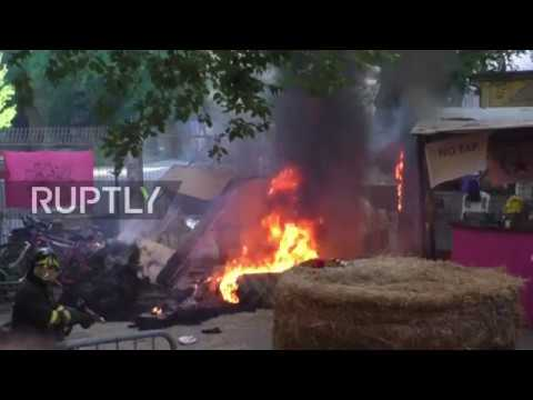 Italy: Clashes erupt as police attempt to clear commune in Bologna