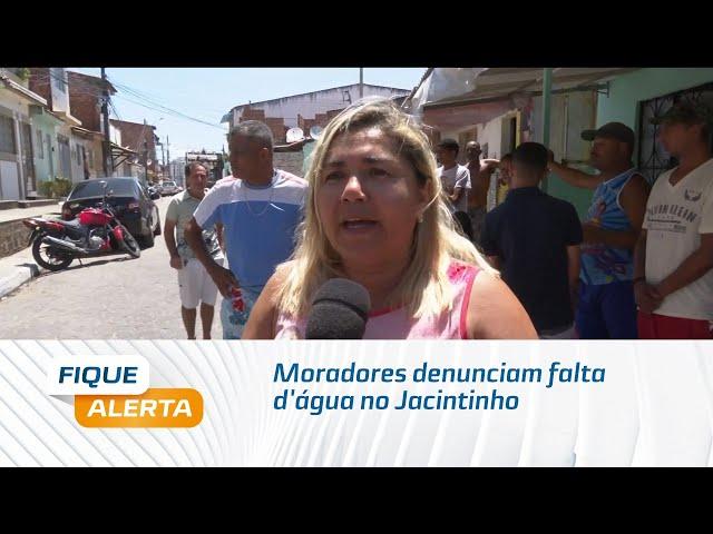 Moradores denunciam falta d'água no Jacintinho