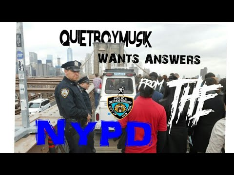 two-nypd-police-officers-get-approached-and-questioned-by-quietboymusik-at-the-brooklyn-bridge
