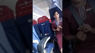 Pramugari Cantik Ini Sedang Duduk Santai Di Dalam Pesawat Lion Air