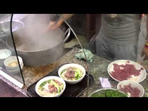 Vietnam food - a look inside a pho kitchen - Vietnamese bee