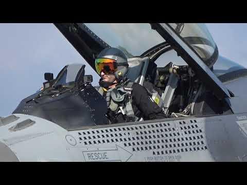 小松でも観客仰天!大興奮! F-16機動飛行 小松基地航空祭2019
