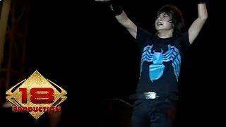 Gambar cover Gigi - 11 Januari   (Live Konser Makassar 24 Februari 2008)