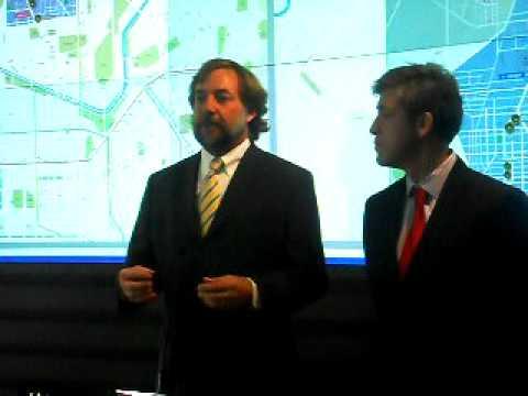 Ministro de Transportes Errázuriz explica paraderos con energía solar