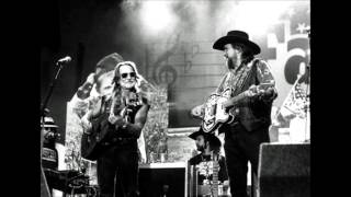 "Waylon Jennings... (fine time to leave me) ""LUCILLE"" - 1977.wmv"