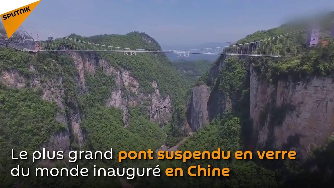 le plus grand pont suspendu en verre du monde youtube
