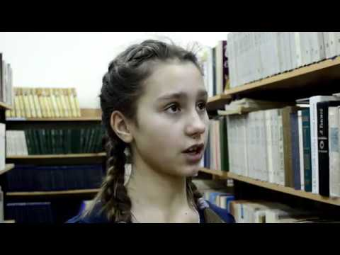 Изображение предпросмотра прочтения – МарияЗахаркина читает отрывок изпроизведения «Трава, примятая сапогом» А.Т.Аверченко