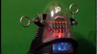 "ROBBY T. ROBOT - LIGHTING A 16"" FIGURE"