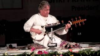 Amjad Ali Khan playing Sarod in BHU (Clip 2)