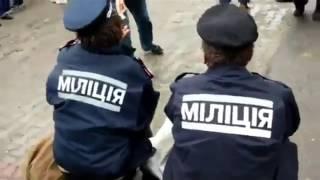 бомжи в форме полиции ходят по украине
