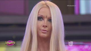 La Barbie Humana revela por qué no sonríe(Valeria Lukyanova, la Barbie Humana, llegó de visita a México y aprovechó para conquistar a todos en Sabadazo. Para ver más videos de Sabadazo ..., 2016-03-07T19:55:03.000Z)