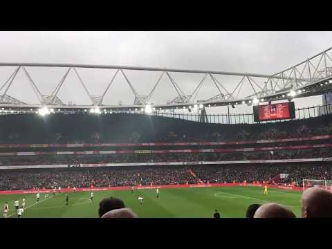 Ambiente del Emirates Stadium previo al Arsenal - Tottenham
