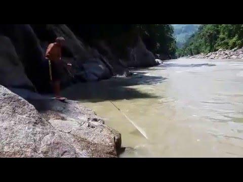 Pescando en el rio cauca : Hidro Ituango