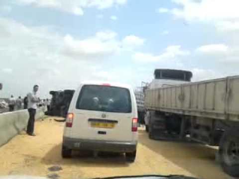 autoroute est ouest accident d 39 un camion de bl halimbabi youtube. Black Bedroom Furniture Sets. Home Design Ideas
