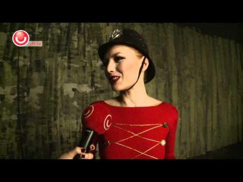 Interviu cu Elena Gheorghe la filmarile clipului Your Captain Tonight - Utv 2012