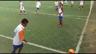 Jogando futebol com meus amigos ( Futebol )