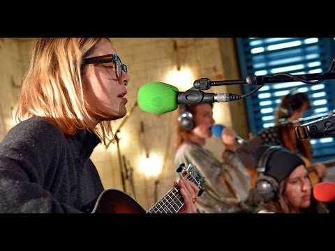 Warpaint perform Whiteout in the 6 Music Live Room.