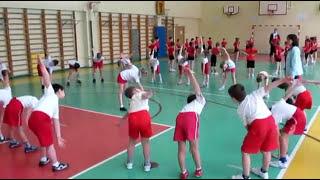 Урок физкультуры в первом классе