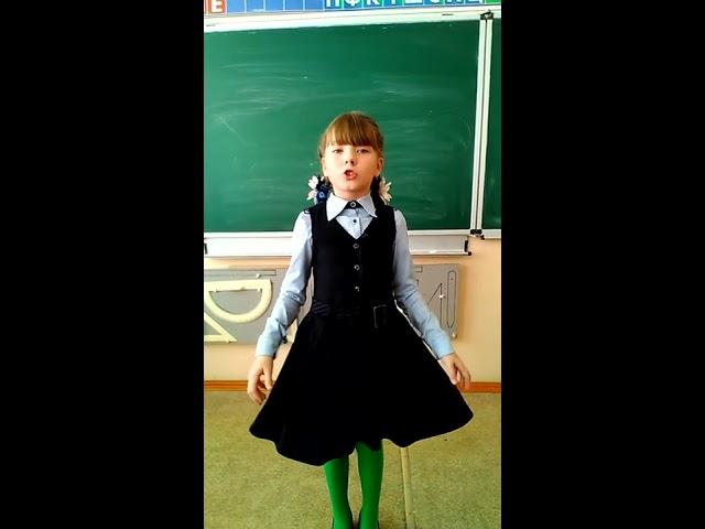 Изображение предпросмотра прочтения – СнежанаКузнецова читает произведение «Обезьяна и очки» И.А.Крылова