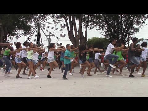 EX13 - Move Your BodyFlashMob