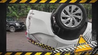 Мусоровоз упал на машины в Алматы