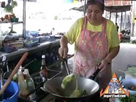 Thai Street Vendor Pad Siew (aka Pad See Eew)