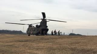 2017年1月8日に陸上自衛隊習志野演習場で行われた降下訓練始めの様子です。