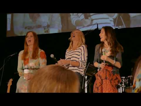 Rebecca Mader, Victoria Smurfit, Jaime Murray Gold Panel OUAT Chicago 2017 Part 1