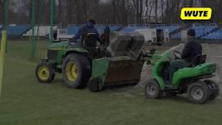 Piaskowanie murawy na Stadionie Miejskim Hutnik Kraków