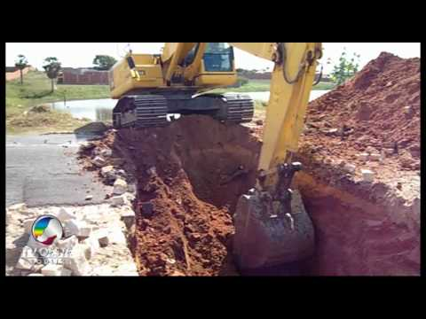 Escavadeira no Açude do IPE - BR - 405  - Apodi - RN - final - 05.06.2010 - TV OESTE
