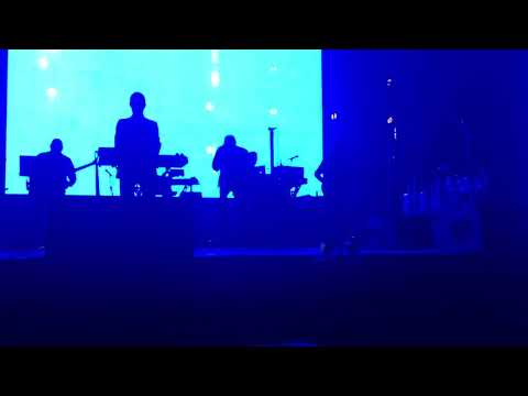 Massive Attack - Risingson | Live At The SSE Hydro, Glasgow - 28.1.2019 | Front Row Standing