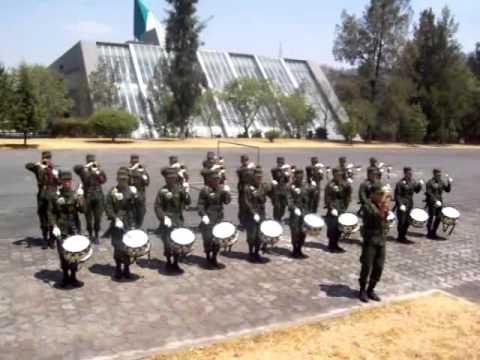 videos de marchas de banda de guerra: