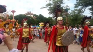Карнавал в Discoveryland (Далянь)(Карнавальное шествие в Дискаверилэнде (Далянь. Китай). Аналог Диснейлэнда., 2014-08-17T10:53:58.000Z)