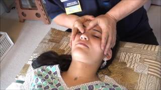 フェルナンダさん24歳、頭痛・肩こり・鼻のつまり(顔の歪み)があったのでその治療です。