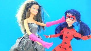 Мультик Леди Баг и Суперкот - Кукла Барби превращает всех в обувь
