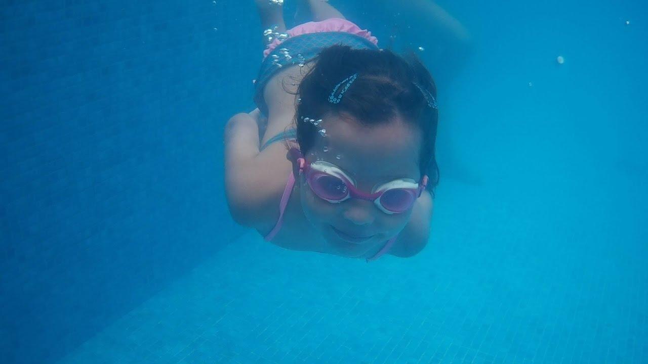 Vlog farra na piscina e noite com amigos youtube for Vlog in piscina