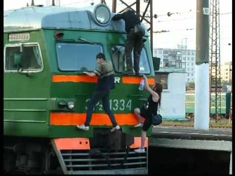 20.07.2011г - Зацеперы на вагоне электрички .