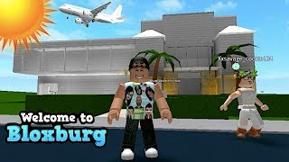SUBSCRIBER TOURS! FAN SHOWS ME HER HOUSE | ROBLOX | FAMBAM GAMING