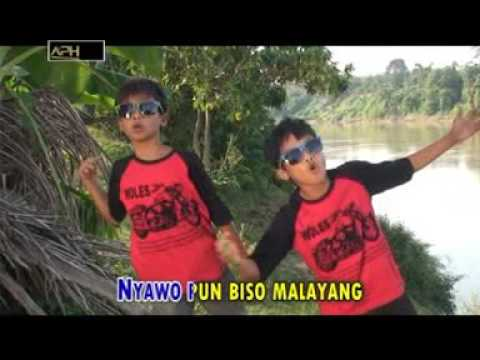 LAGU LAWAK JAMBI - MADON FEAT PADLA -  KAGEDANG GEDANGAN ( Part 1 ) - Official Music Video - APH