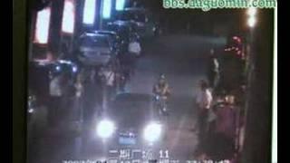 64岁老人深圳被人渣撞到并且被暴打罚跪