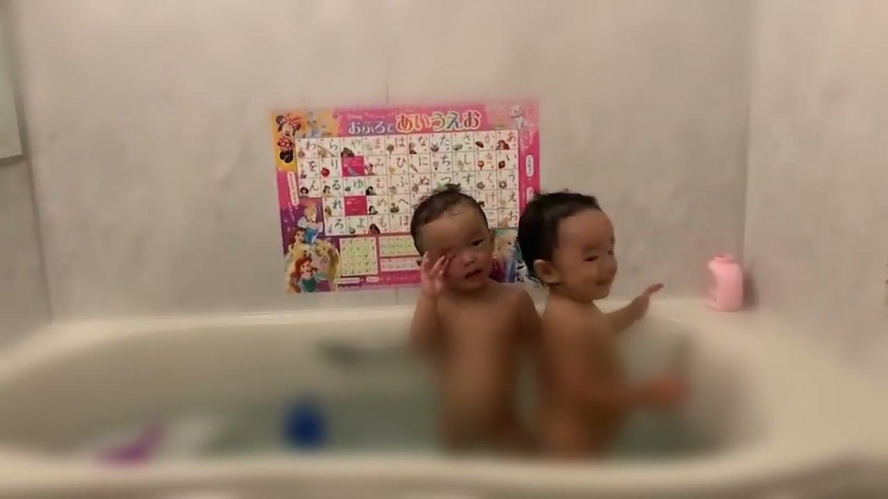 【お風呂でブンバボーン】はしゃぐ双子【双子育児】 #1歳7ヶ月 #早く出てくれ