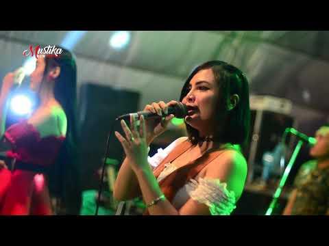 BOJO LORO   Nila ft Laura bersama MUSTIKA live KORAMIL DAWE